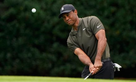 """How """"The Goat"""", Tiger Woods Turned A 10 And A 76 Into An Inspiring Performance"""