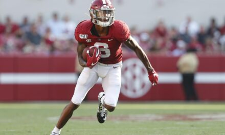 DeVonta Smith becomes first Wide reciever to win award since 1991